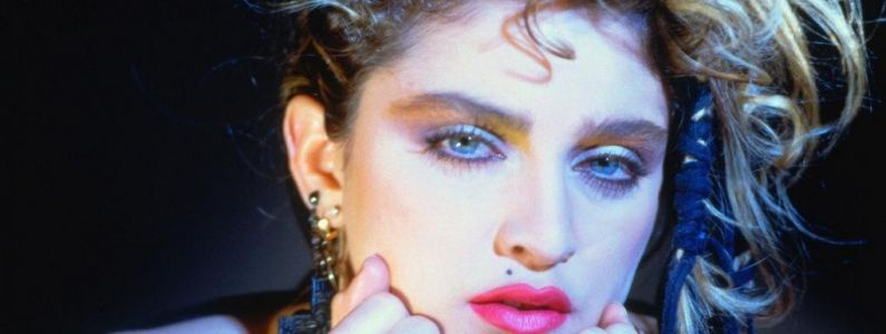 Virgin Tonic:  Pat Angeli fait le buzz en calant une intro de Madonna dans Saturday Night Fever