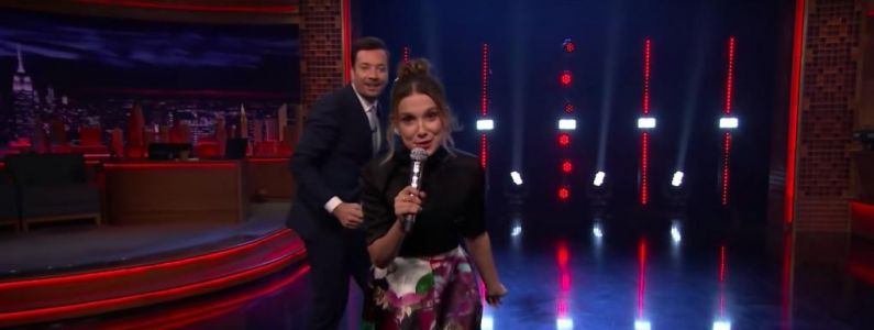 Stranger Things:  Millie Bobby Brown reprend Panic! At The Disco, Lorde, Lizzo. en battle contre Jimmy Fallon